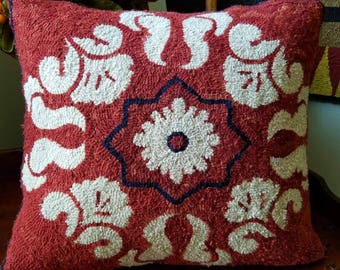 Pams Coverlet Pillow