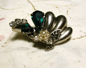 Original by Robert 1940s-1950s Brooch Green Rhinestones, Faux Pearls, Silver tone, Pin