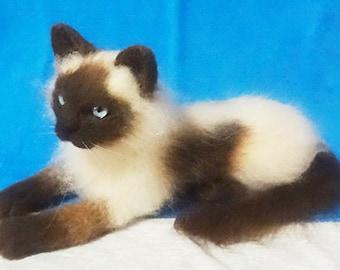 Custom Woolen Needle Felt Sculpture Cat