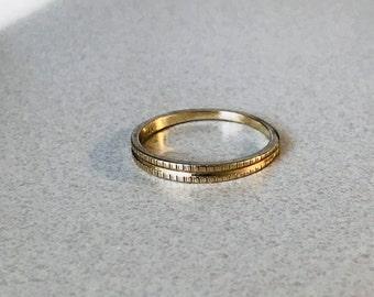 Vintage 14k Gold Etched Wedding Band