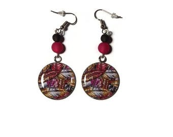 Cabochon feather earrings with fuchsia pink and black/gift polaris beads