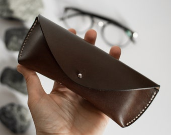Brown vegtanned leather glasses case, Glasses case in brown leather, Leather case, Sunglasses