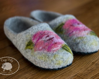 60th birthday Gift for mum House Shoes Gray felt slippers Wool Slippers Woolen Clogs House Slippers Felt shoes with Flowers Felted slippers
