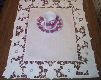 Decorative napkin with Richelieu embroidery