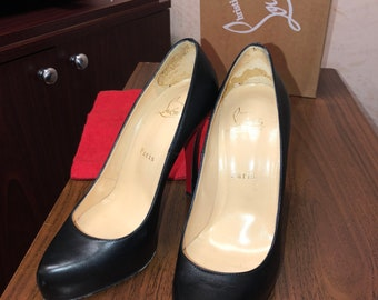 Christian Louboutin Bianca Back-Zip Pump, Black. Size 37
