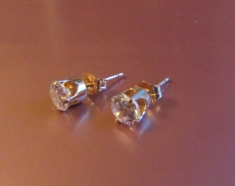14k Gold Small CZ Stud Post Earrings .87g