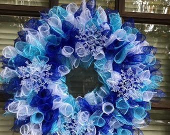 Spiral deco mesh winter wreath