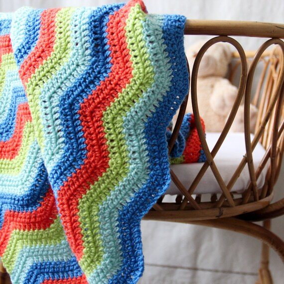 Baby blanket - crochet - chevrons - dark blue - pale blue - lime green - orange - crib - Seen in Parenting Magazine / Berlingot