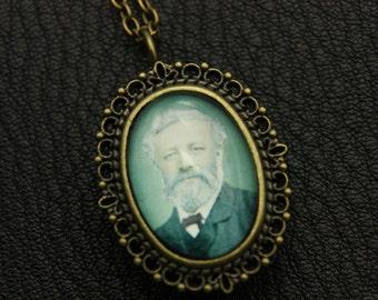 V2-Necklace Watch jules verne