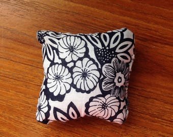 Black An White Flower Pillow