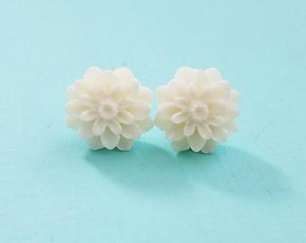 Chrysanthemum Beautiful Bloom Flower Earrings White