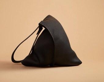 16in Wedge - True Black bull leather bag