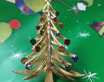 BROOKS Christmas Tree Pin – Signed Holiday Vintage Brooch
