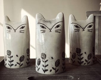 Decorative cat Totem