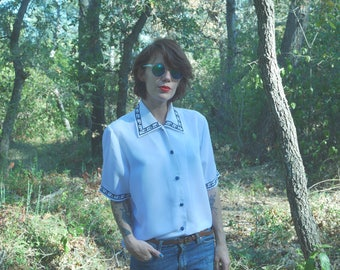Embroidered Blouse, white and blue Vintage 1980's flowers short sleeve