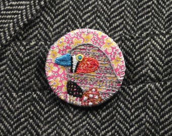 Zebra Finch Birdseeker Badge. Broche Liberty Print - rose.