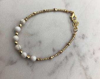 White and gold single strand bracelet