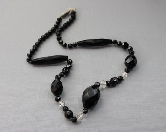 Art Deco French Jet Gatsby Necklace / Antique Glass Beaded Necklace