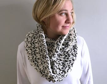 """Chunky knit scarf / Infinity cowl / """"Newport"""" scarf / Color - Checkerboard / soft and warm"""