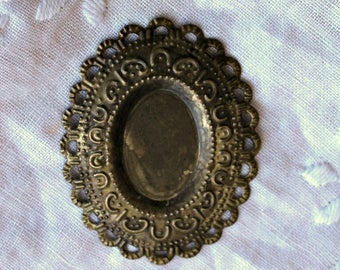 Antique Bronze Scallop Oval Metal Filigree Embellishment - 1 piece