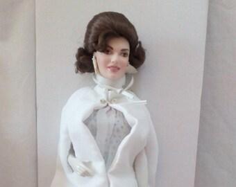 "JACQUELINE KENNEDY ""Inaugural Ball"" Doll Porcelain Heirloom/Jackie Kennedy"