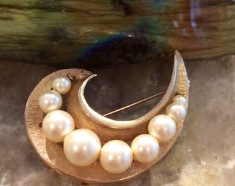 Beautiful Vintage Pastelli Brooch - Pin - Large Faux Pearls