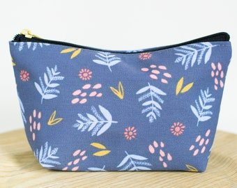 T-bottom or No Bottom Accessory Pouch | Periwinkle Leaves (Dark) |