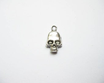 SALE - 10 Skull Charms in Silver Tone - C935