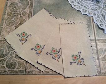 Vintage Linen Napkins Set of 4