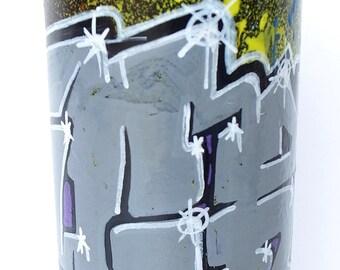Nice bear and rabbit draw on spray can.