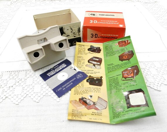 Vintage French Boxed Set 1950s 3 D View Master in White Plastic with 2 Original Disc of Mid Century Modern Home Decor, 3 D Visionneuse