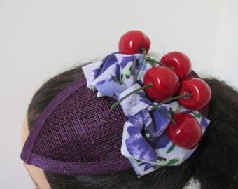 Lila Träne Sinamay saftigen Kirschen Schleife schrulligen Fasinator Mini Hochzeit Outfit Hut