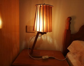 Julia: Table lamp with variable geometry lampshade