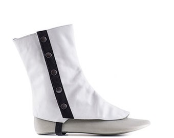 Paoul Darcy 19th century white and black leather man spats style 715