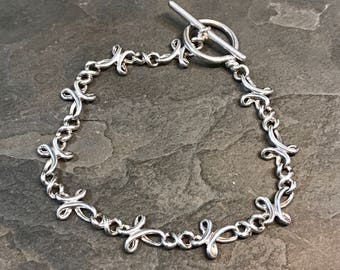 """7"""", Vintage sterling silver bracelet, solid 925 silver cross links with toggle closure, stamped 925"""