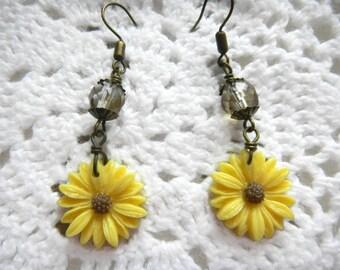 Czech Faceted Beads, Yellow Flowers,  Blooming Summer Flowers, Light Lemon