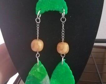 Collier en pâte polymère vert et or