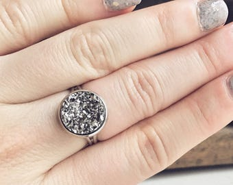 Faux Druzy Ring / Silver Gray Raw Adjustable Faux Druzy Sparkly Ring Bridesmaids Gifts Boho Jewelry Bohemian Ring Dark Silver Sparkle Ring