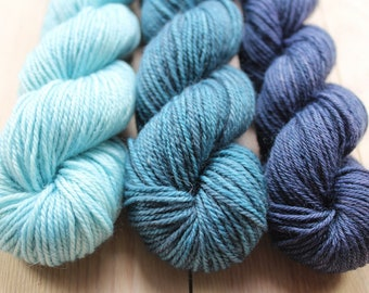 3 mini skeins dyed hand - Fingering - Sw Merino and Nylon - 3 Minis 25/30 g-approximately 100 m per skein - Blues