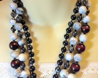Vintage 1950's glass beads triple strand necklace .