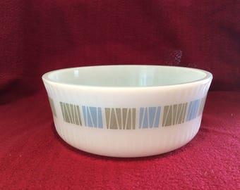 """Pyrex JAJ Matchmaker Souffle Dish 6 5/8"""" diameter circa 1960"""