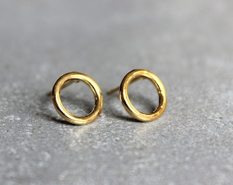 Simple gold stud earrings, Minimalist earrings, Circle stud earrings, Everyday earrings, Gold circle studs.