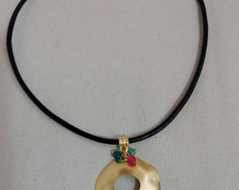 Gold-plated pendant with jade balls in three colours: blue, green and pink.