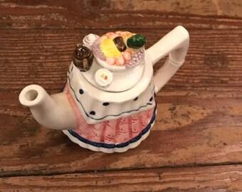 Vintage Tea Nee Place Setting Teapot