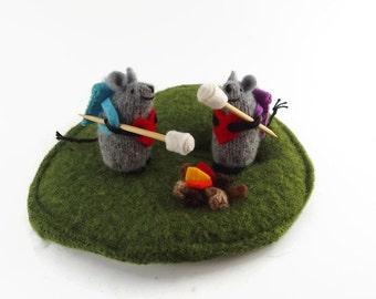 heart plush,Camping Mice, campfire mice, wool mice, mice in love, miniature animal, felted mice, waldorf mice, keepsake mice, love mice,
