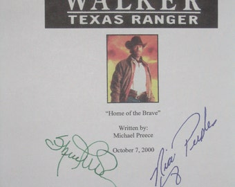 Walker Texas Ranger Signed TV Screenplay Script Autograph Chuck Norris Sheree J. Wilson Nia Peeples signature