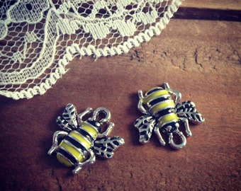 Honey Bee Charms Yellow and Black Enamel on Silver Bee Charm Bugs Charm Insect Vintage Style Pendant Charm Jewelry Supplies (AR062)