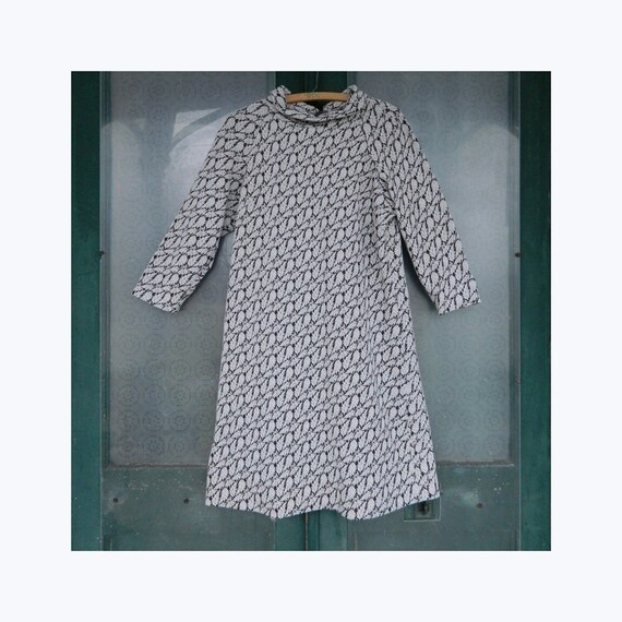 Vintage 1960s 1970s Mod Long-Sleeve Knit Dress in Brown White Leaf Print