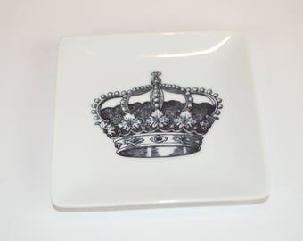 "Square 4"" tray (shown with image #i88 - crown)"
