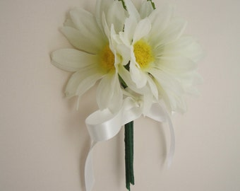 White Daisy Wedding Boutonniere, Groom and Groomsmen Lapel Flower